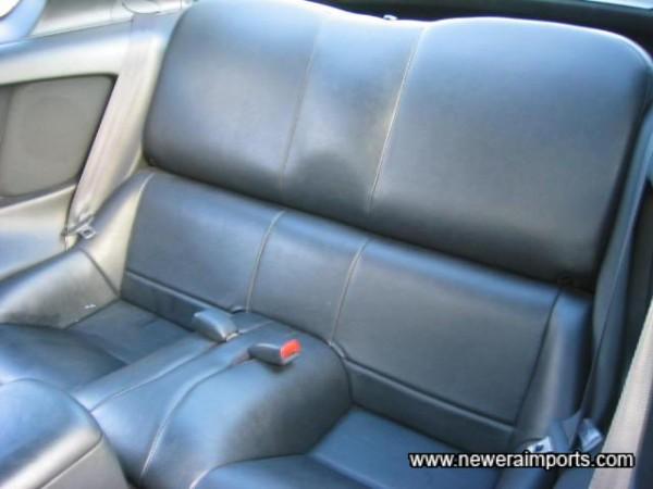Original (Vinyl) leather lookalike rear seat.