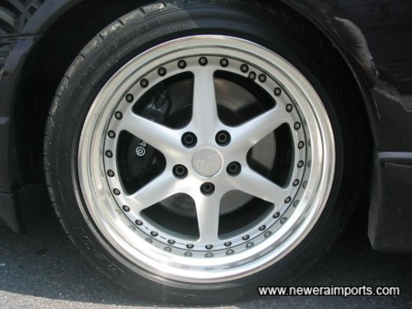 18' Split-Rim Alloy Wheels