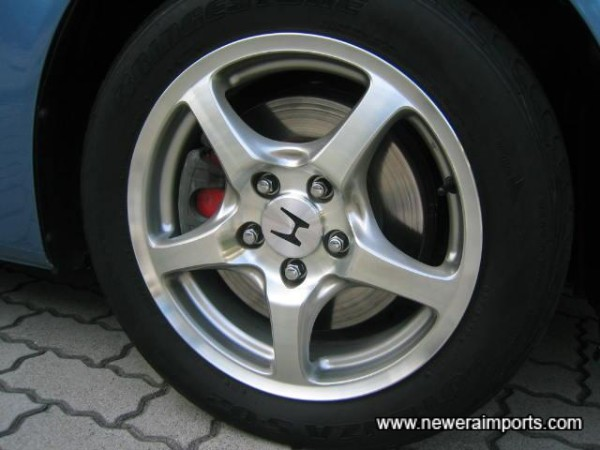 5 Spoke Alloy Wheels With 4 Good Tyres