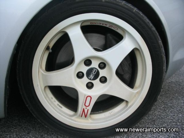 Lightweight OZ Racing 17'' forged alloys.
