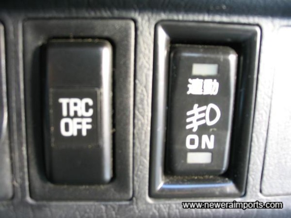 Driving lights can be switched on without lights popped up.