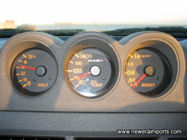 Nismo Gauges show oil temp, batt volt and Boost Pressure