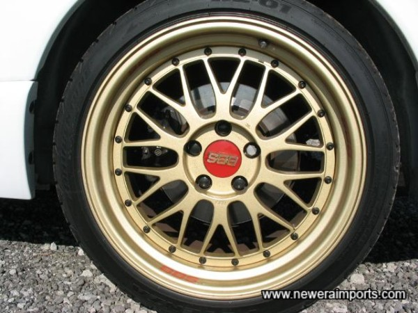 Tyres are Bridgestone Potenza RE-01's - the classic choice for GT-R's