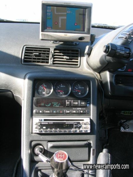 Trust gearknob, Kenwood, Sat Nav & LCD.