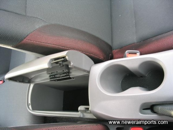 Central Cup Holders And Storage