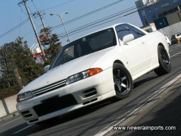 White mint R32 GT-R on graphite TE37's!