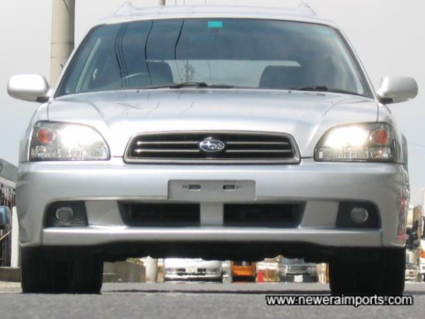 HID and Foglights integrated into the front bumper.