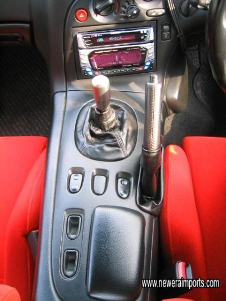 Billet alloy gearknob.