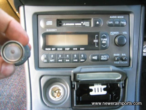 Head unit controls CD changer.