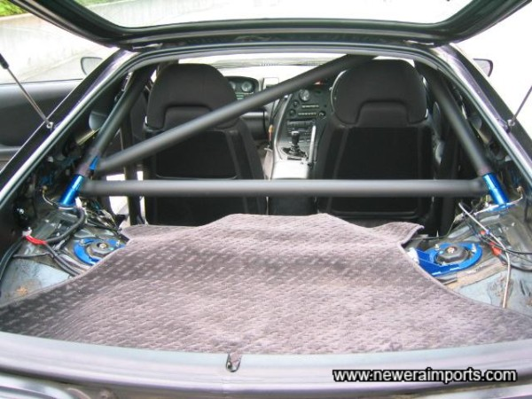 6 Point Roll cage - with 2 support bars - by Cusco.