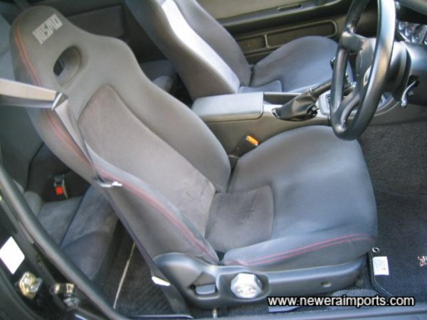 Nismo driver's seat (Matching Passenger seat is available to order).