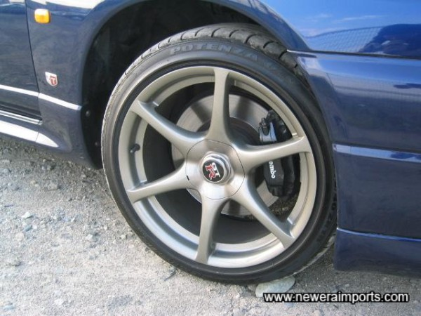 Brakes like new - notice no wear to discs. A sign of very low mileage on a GT-R.