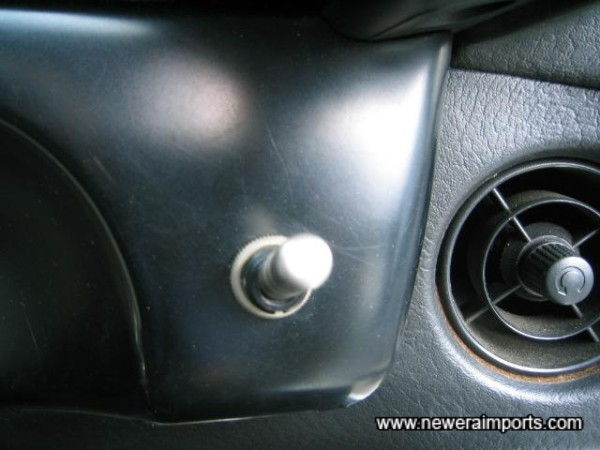 This switchches off the 4WD & ABS. Ideal for drifting or drag burn outs.