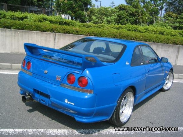 Note the Nismo rear flares fitted.