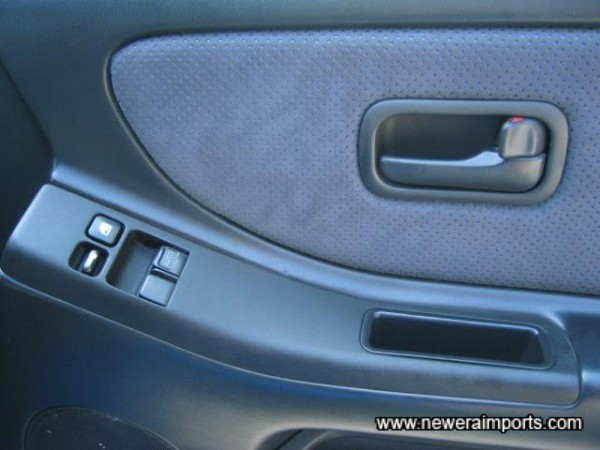 Note no wear to door switch panel - of of many signs of low mileage on this R33 GT-R.