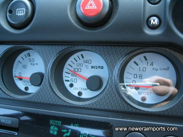 Uprated Nismo gauges in the centre console too - not operating temp.