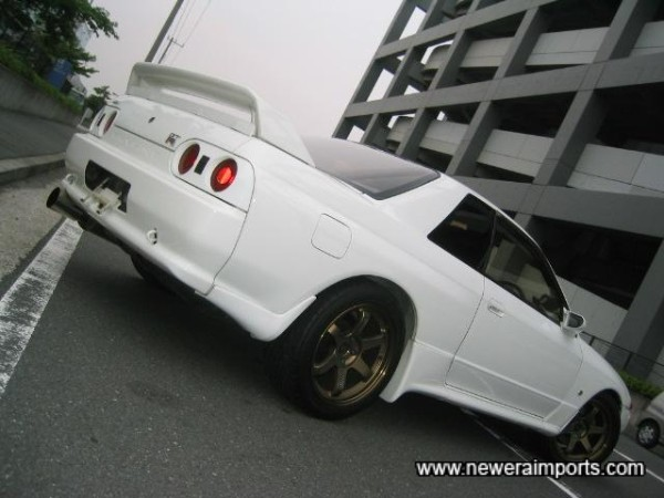 Note Nismo side skirts and rear valance extensions.
