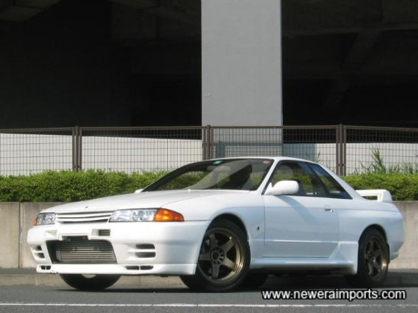 Fully kitted with Nismo vents, skirts and rear lower spoiler.