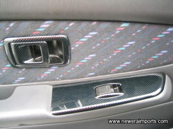 Carbon Look trim (On each door)