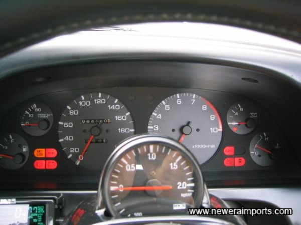 Note the neat location of the boost gauge!