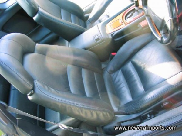 Electric driver's seat - Original factory leather.