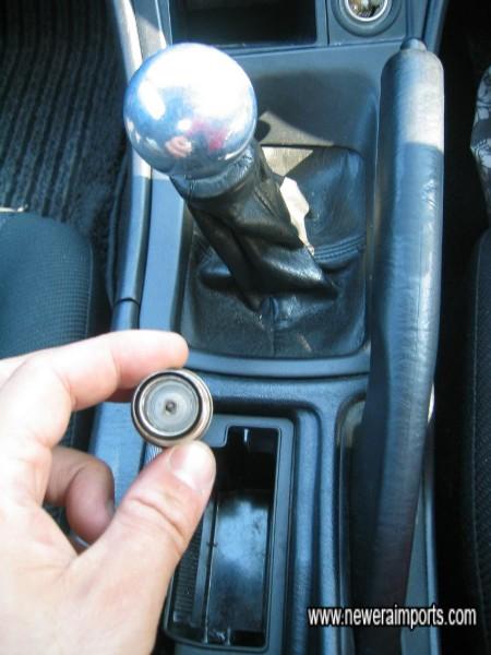 A non smoker's car. Note OZ Racing gear knob.