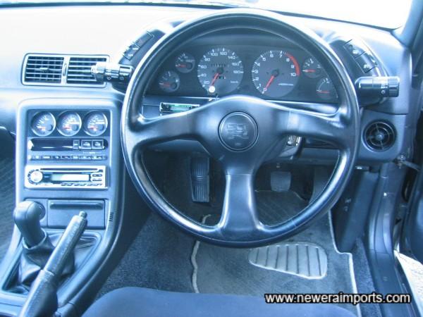 Steering wheel almost like new (Has very minor wear).