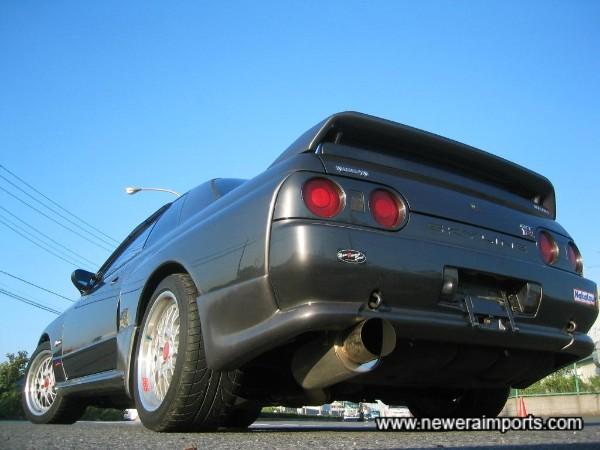 Nismo replica aero parts enhance this GT-R well.