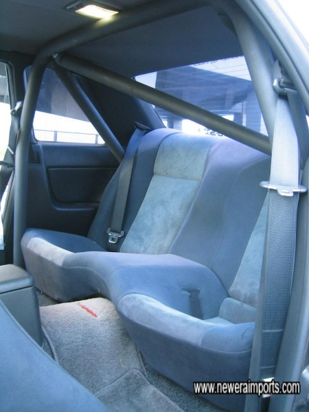 Note: Roll cage centre bar can easily be removed (2 bolts) to allow rear seat occupants.