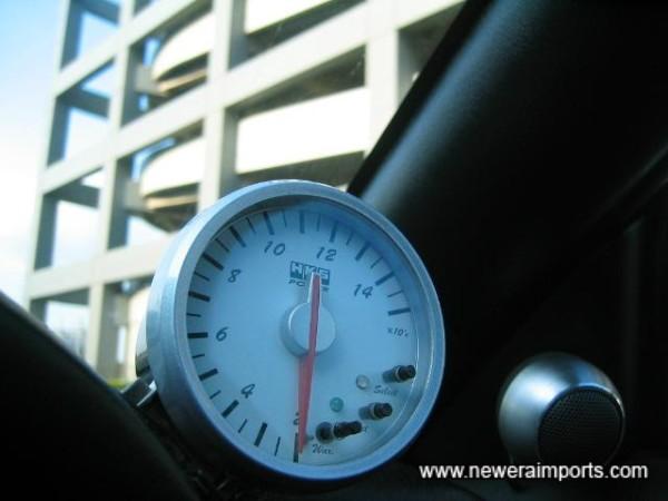HKS Electronic gauge.