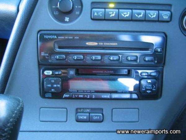 Original option 6 CD changer in dash + MD/Radio unit.