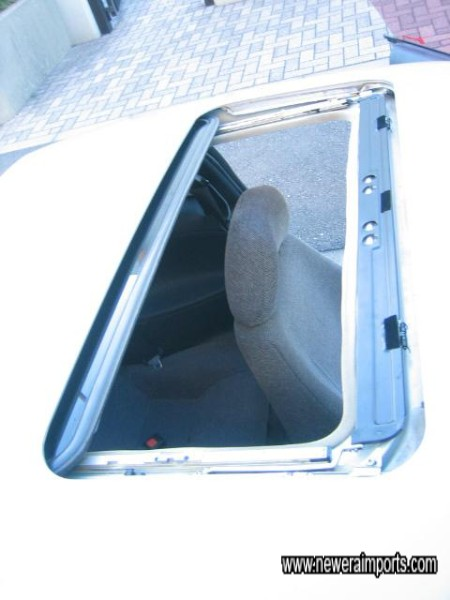 Glass sunroof fitted.
