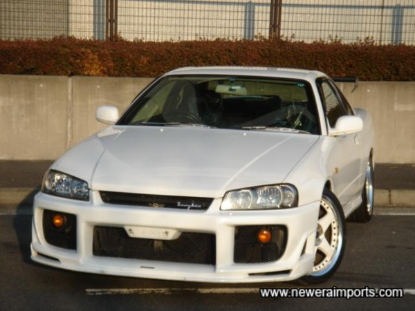 Note that clear R33 GT-R front indicators can be supplied.
