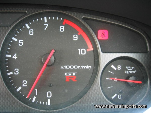 Oil pressure 4kg/cm2 when started from cold - A good sign of a healthy engine.
