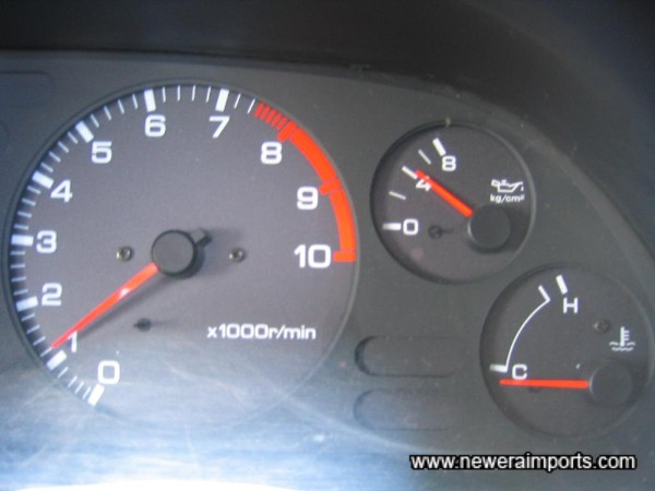 Oil pressure over 4kg/cm2 when cold. A sign of excellent engine health.