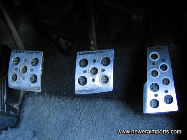 Alloy Pedal covers fitted.