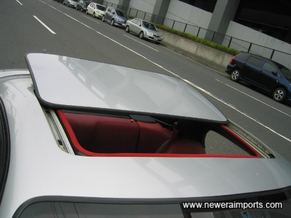 Steel sunroof (Electric).