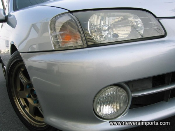 Clear front indicators fitted - Note original driving lights too.