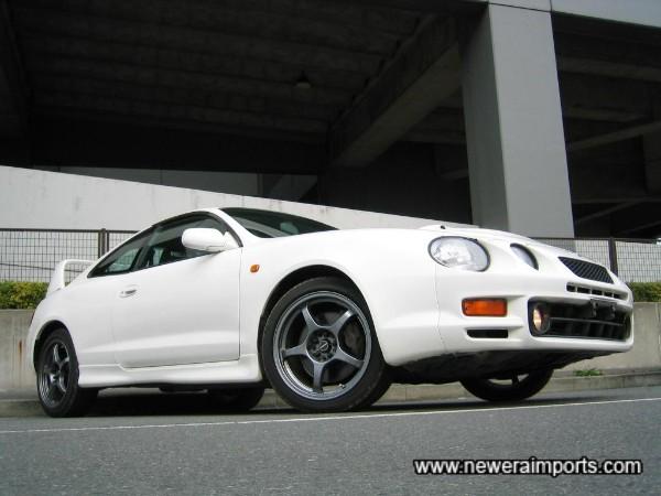 Schneider 17'' Wheels set this car off well.