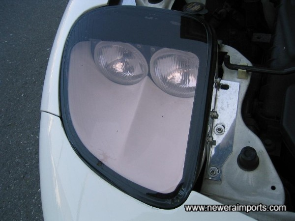 Sleek headlight kit.