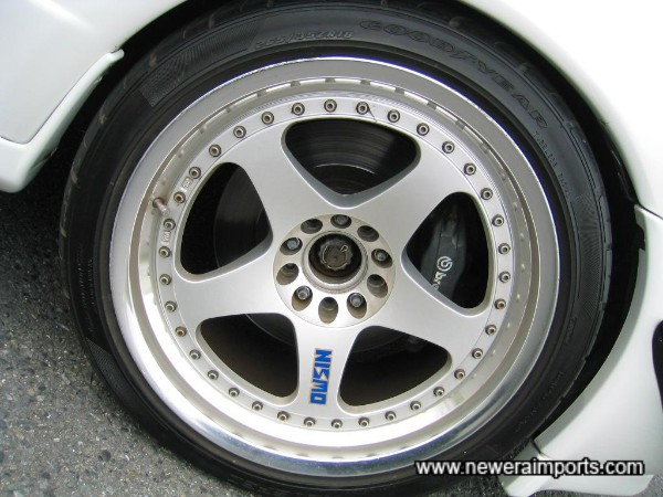 Brembo Brakes & 18'' Nismo LM GT-1 Alloy Wheels.
