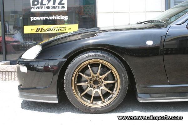 Volk Racing CE28N 17'' alloy wheels.