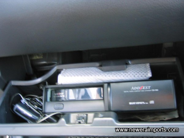CD changer is inside the glovebox - Not a tidy installation.