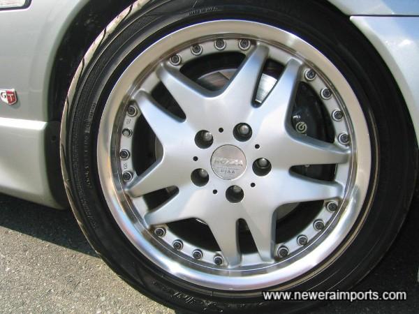 Brembo R33 GT-R front discs & callipers.