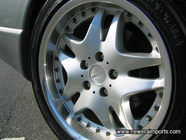 Brembo R33 GT-R rear discs & callipers.