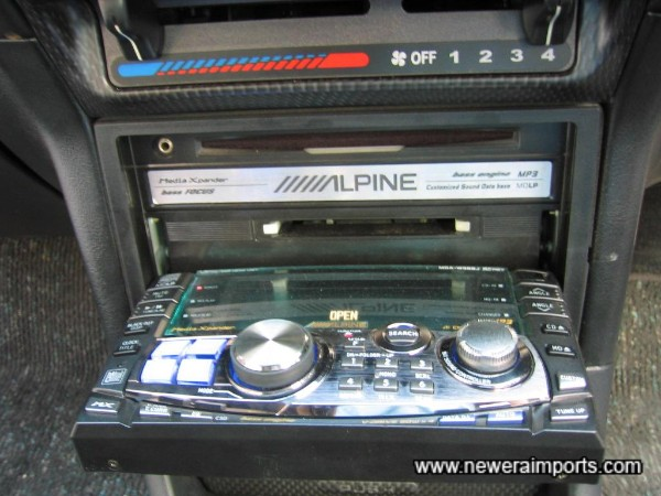 High Quality Alpine CD/MD/Radio supplied free of charge with this car.