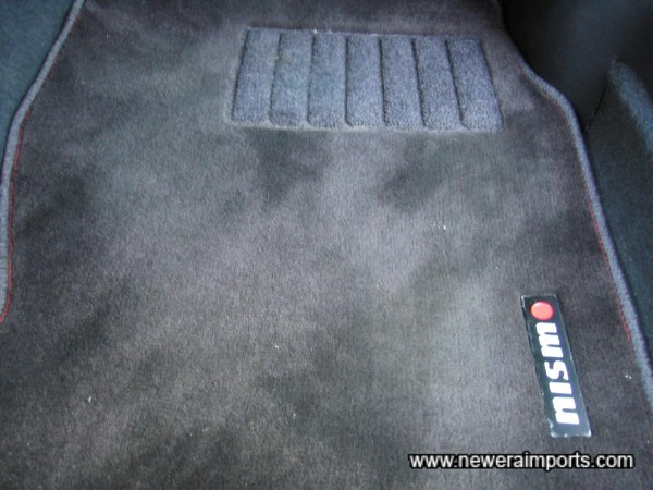 Nismo fitted mats front & rear.