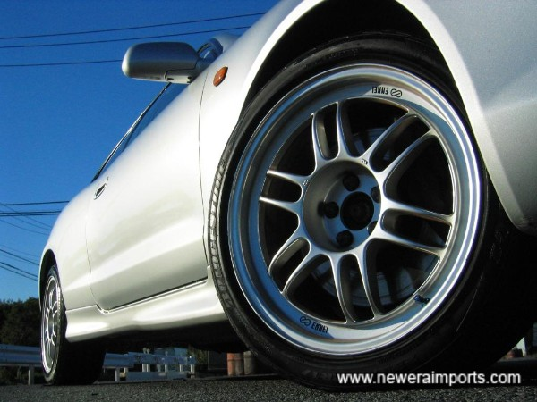 Enkei 17'' RP F1 lightweight forged alloy wheels.