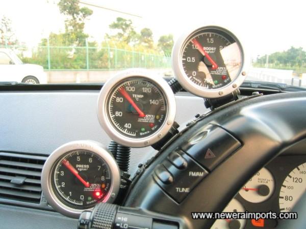 Apexi electronic gauges - initial start up mode.