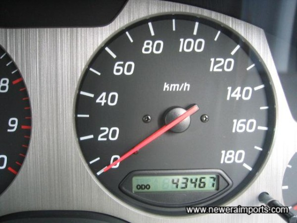 Odometer shows km - A Nismo 340 km/h gauge cluster is recommended and available.